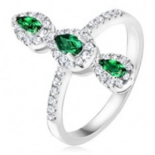 Prsteň zo striebra 925, tri zelené slzičkové kamienky, zirkónový lem BB18.09 - Veľkosť: 49 mm