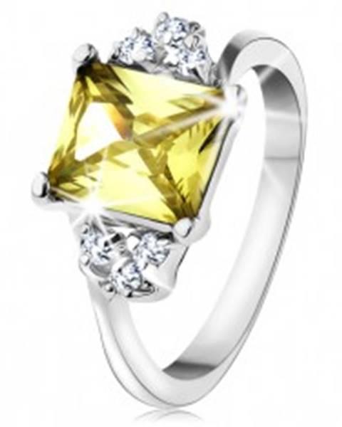 Prsteň v striebornom odtieni, obdĺžnikový zirkón v žltozelenej farbe AC15.08 - Veľkosť: 48 mm