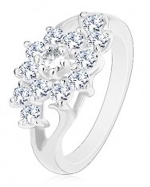 Prsteň v striebornom odtieni, rozdelené ramená, kvet z čírych zirkónov - Veľkosť: 49 mm