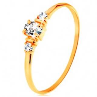 Zlatý prsteň 585 - číry oválny zirkón a dva okrúhle zirkóniky na bokoch GG157.02/08 - Veľkosť: 49 mm