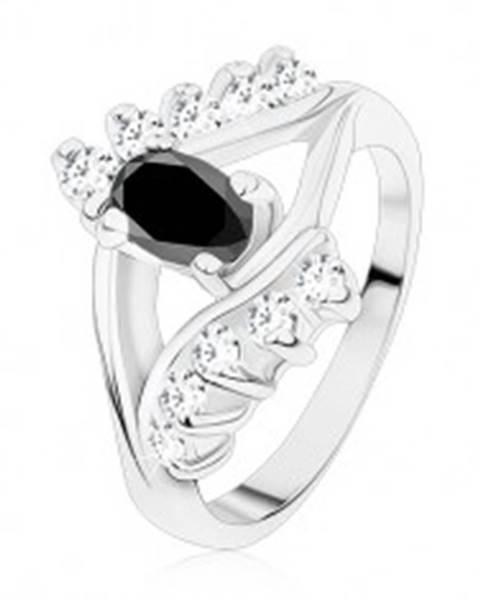 Lesklý prsteň v striebornej farbe, hladké a zirkónové línie, čierny ovál - Veľkosť: 49 mm