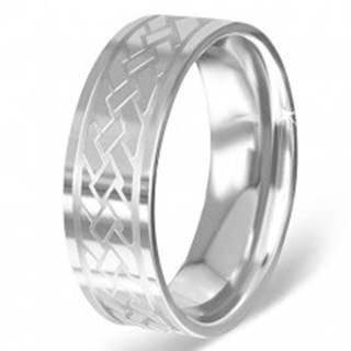 Striebristý prsteň z chirurgickej ocele s gravírovaným keltským uzlom - Veľkosť: 54 mm