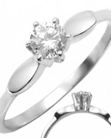 Oceľový prsteň s čírym vystúpeným zirkónom s oválmi po stranách - Veľkosť: 50 mm