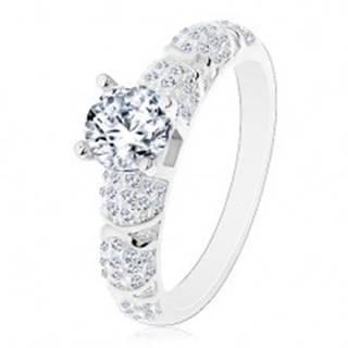 Zásnubný prsteň, striebro 925, väčší okrúhly zirkón čírej farby, trblietavé ramená - Veľkosť: 49 mm