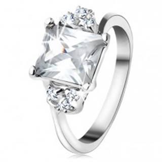 Prsteň v striebornom odtieni, obdĺžnikový číry zirkón, trojica drobných zirkónikov - Veľkosť: 49 mm