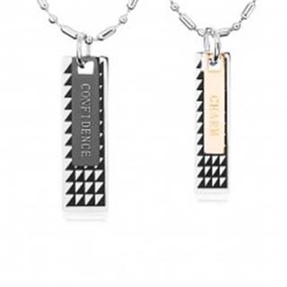 Dva oceľové náhrdelníky, známky s čiernymi trojuholníkmi a nápismi U22.8