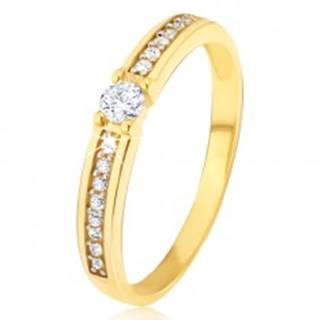 Zlatý prsteň 585 - okrúhly číry zirkón v strede, tenké pásy kamienkov po stranách - Veľkosť: 49 mm