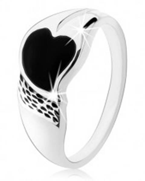 Prsteň zo striebra 925, asymetrické srdiečko z čierneho ónyxu, drobné zárezy HH6.2 - Veľkosť: 48 mm