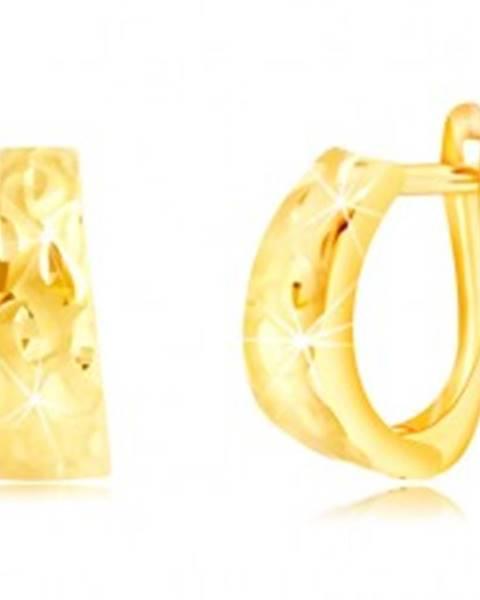Náušnice zo žltého zlata 585 - rozšírený oblúk so zrniečkami a matnými vlnkami