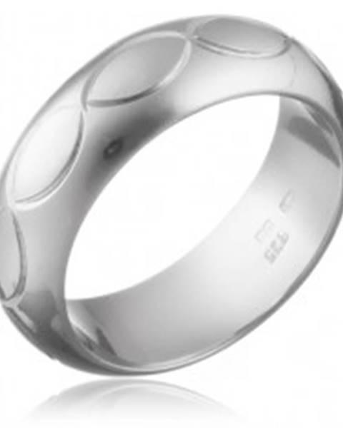 Prsteň zo striebra 925 - gravírovaný pás obrysov zrnka - Veľkosť: 50 mm