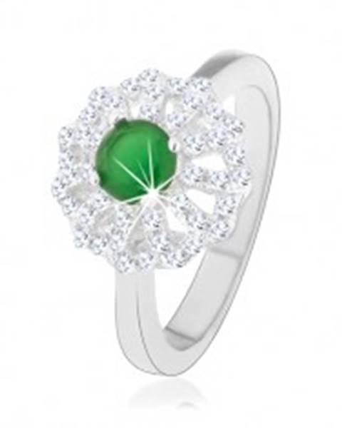 Prsteň zo striebra 925, kvet s obrysmi čírych lupeňov, zelený zirkónový stred - Veľkosť: 49 mm