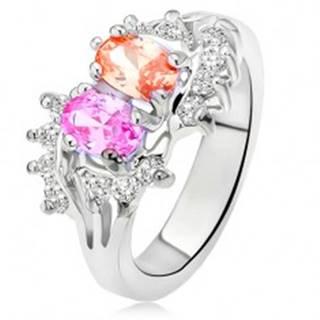 Lesklý prsteň striebornej farby, dva farebné kamienky, malé číre zirkóny - Veľkosť: 48 mm