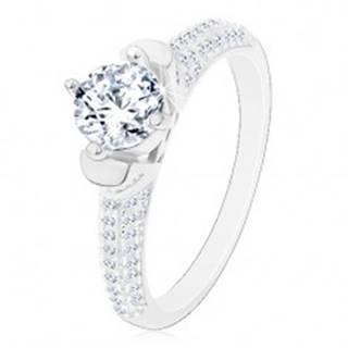 Strieborný prsteň 925, okrúhly číry zirkón v dekoratívnom kotlíku, ligotavé ramená J17.07 - Veľkosť: 48 mm