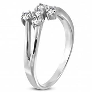 Oceľový prsteň striebornej farby s piatimi čírymi zirkónmi D17.14 - Veľkosť: 49 mm