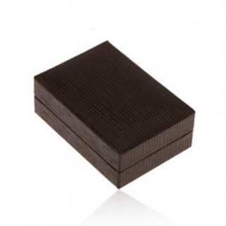Lesklá koženková krabička na náušnice, povrch hnedej farby so zárezmi