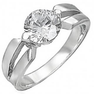 Zásnubný prsteň z chirurgickej ocele, veľký číry zirkón, výrezy na ramenách D18.11 - Veľkosť: 48 mm