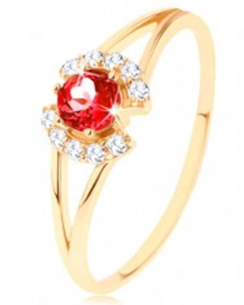 Prsteň zo žltého 14K zlata - okrúhly červený granát medzi čírymi oblúčikmi - Veľkosť: 49 mm