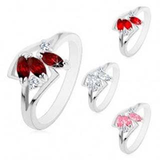Prsteň s rozdelenými ramenami striebornej farby, tri farebné brúsené zrnká - Veľkosť: 52 mm, Farba: Ružová