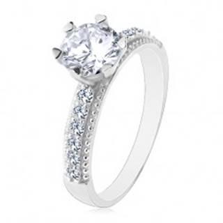 Zásnubný prsteň, striebro 925, okrúhly číry zirkón, ramená so zirkónikmi a vrúbkami - Veľkosť: 49 mm