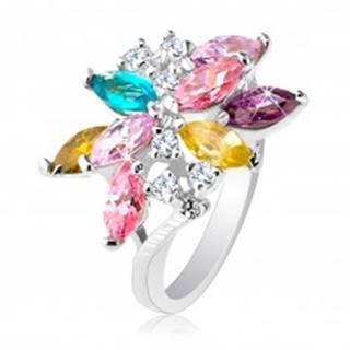 Ligotavý prsteň striebornej farby, veľký asymetrický kvet z farebných zirkónov - Veľkosť: 49 mm