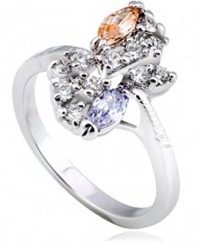Lesklý prsteň z kovu - strieborná farba, kvet, farebné zirkóny v diagonále L10.09 - Veľkosť: 51 mm