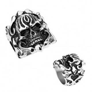 Oceľový patinovaný prsteň, vypuklá lebka, ornamenty na ramenách - Veľkosť: 56 mm