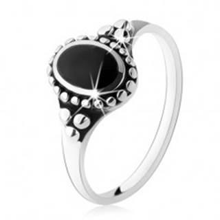 Patinovaný prsteň zo striebra 925, čierny ónyxový ovál, guličky, vysoký lesk - Veľkosť: 49 mm